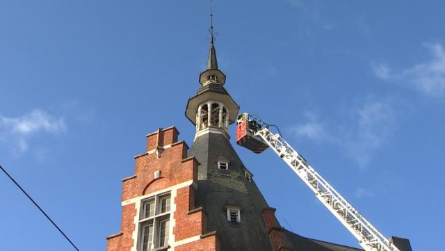 Le clocheton de l'hôtel de ville de Waremme va être démonté