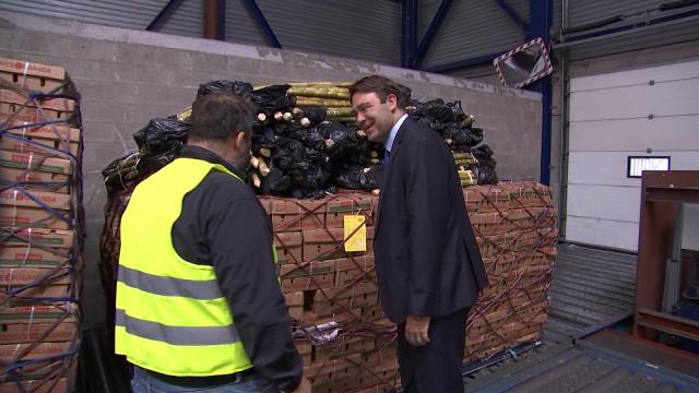 Le ministre Ducarme en visite à l'aéroport cargo de Liège