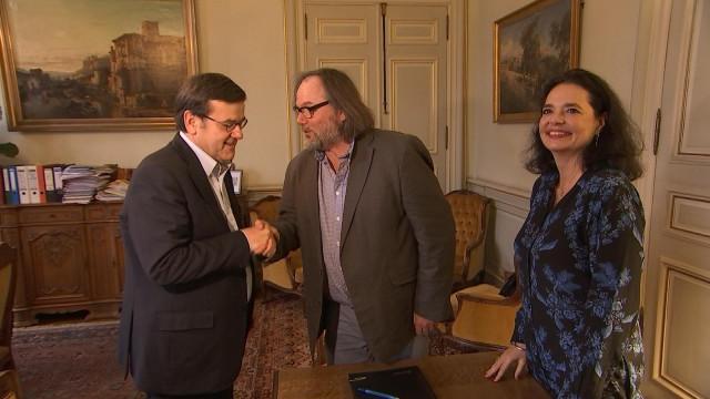 Le pacte PS-MR est signé à Liège, le PS seul à Seraing