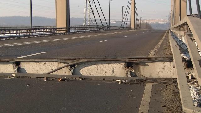 Le pont de Lixhe s'est soulevé suite à la rupture d'une pièce