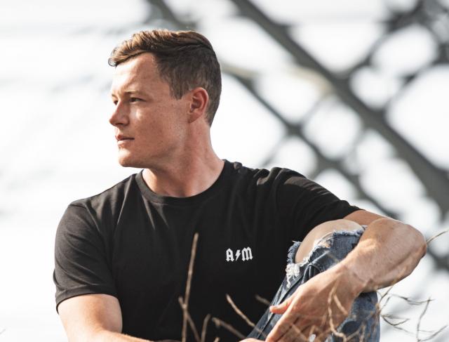 Le skieur Armand Marchant a décidé de vendre des t-shirts