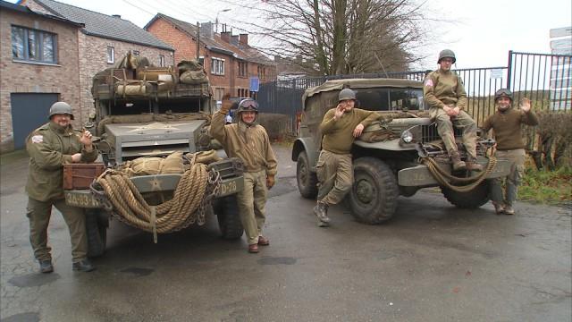Les enfants et les véhicules US de la Bataille des Ardennes