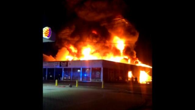 Les images impressionnantes et le récit de l'incendie dans un garage à Amay