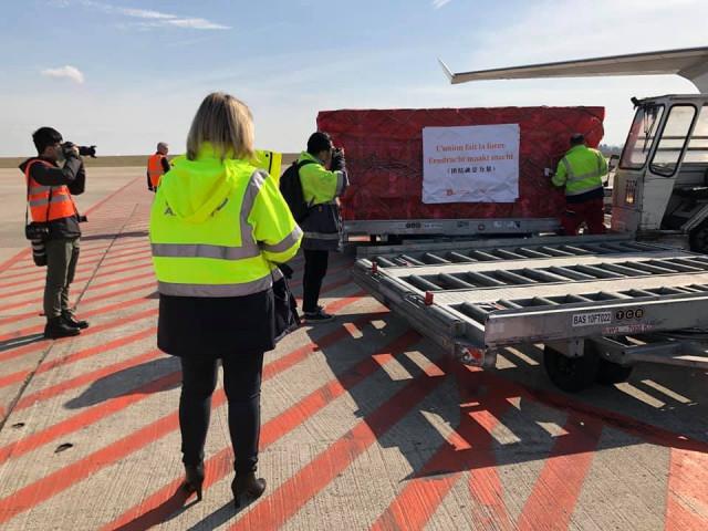 Les premiers masques pour la Belgique sont arrivés à Liège Airport