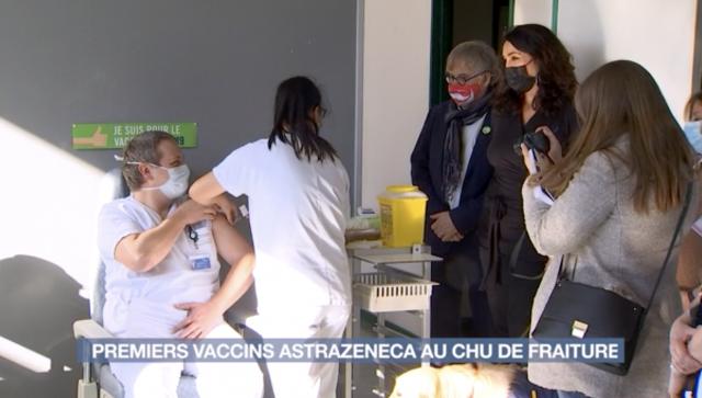 Les premiers vaccins Astrazeneca en milieu hospitalier