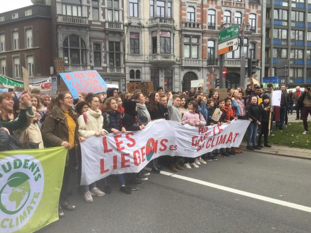 Liège : un petit millier de jeunes manifestent pour le climat