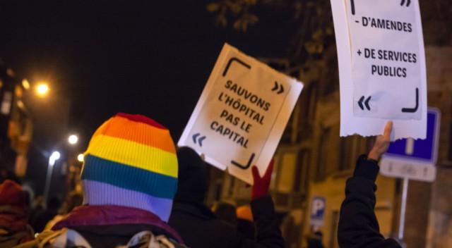 """Les manifestants """"anti couvre-feu"""" réclament """"des mesures sanitaires solidaires"""""""