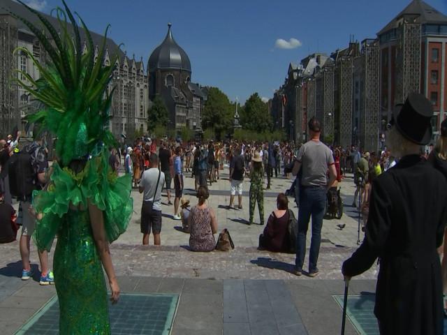 Manifestation silencieuse des artistes au centre de Liège