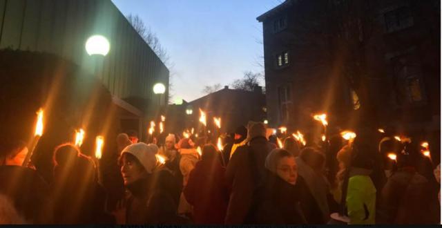 Marche aux flambeaux pour Hamid Babaei