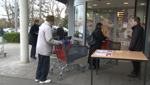 Créneau pour les seniors et distance de sécurité en magasin