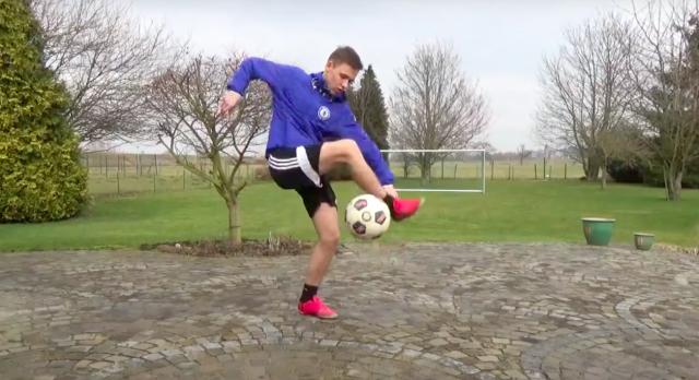 Plus de 100 000 abonnés pour un jeune Youtubeur foot
