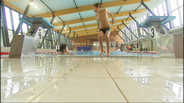 Premiers plongeons dans la piscine r nov e de waremme for Piscine wanze