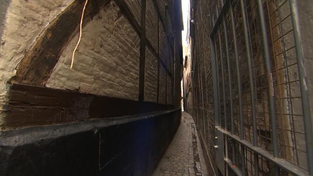 Un dispositif anti-urine pour la rue la plus étroite de Liège
