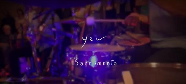 Sacramento : le nouveau clip de Yew enregistré en public