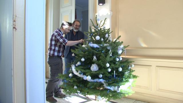 Sapin de Noël livré et décoré chez vous