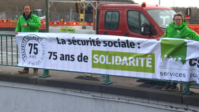 Sécurité sociale : 5 calicots CSC sur 5 ponts liégeois