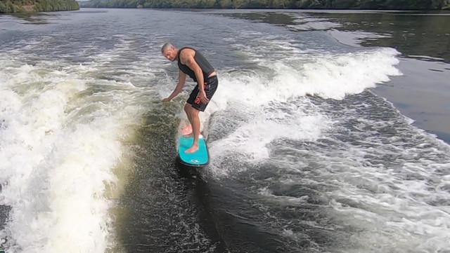 Surfer sur la vague à Wandre !