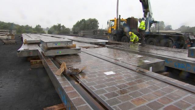 Tram : des segments de voies préfabriqués en Belgique avec des pavés liégeois.