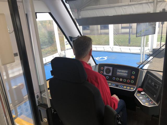 Tram En Commun S2#6 : le personnel TEC découvre la conduite du tram