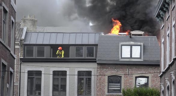 Trois blessés dans un incendie criminel à Liège