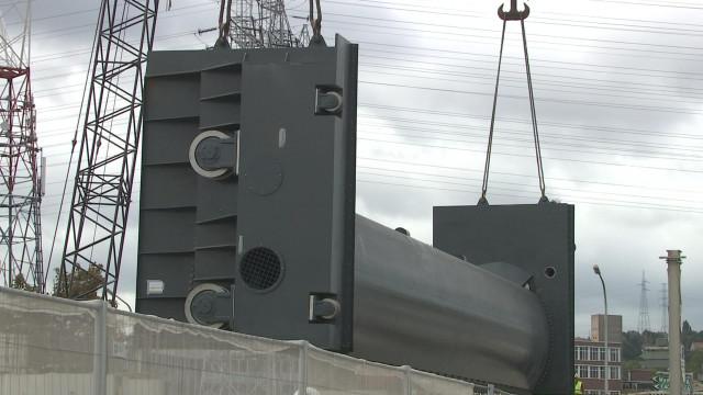 Un chantier impressionnant sur le pont-barrage de l'île Monsin