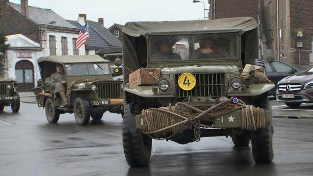 Un convoi de véhicules anciens pour commémorer la libération