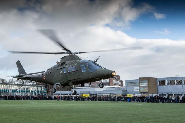 Un hélicoptère de l'armée se pose dans 11 écoles belges
