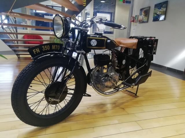 Un moto FN 350 M 70 à voir chez John Cockerill
