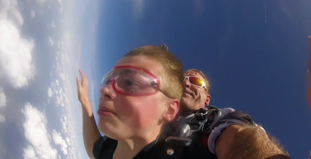 Un saut en parachute pour  oublier la maladie