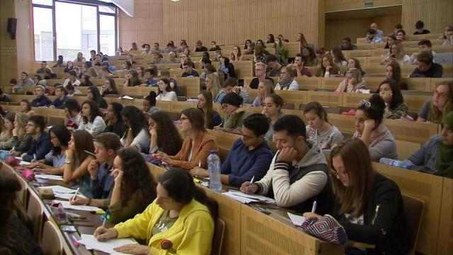 Université : des cours préparatoires à l'examen d'entrée en médecine