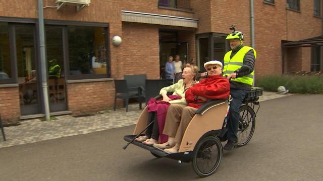À 67 ans il achète un triporteur pour offrir des balades aux seniors